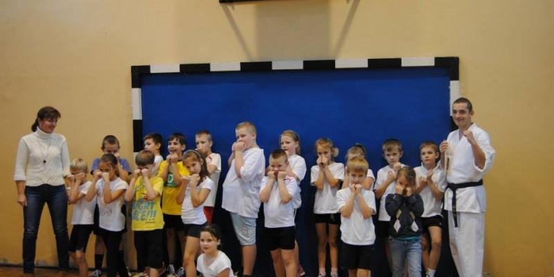 Trening karate sportowego w SP 5