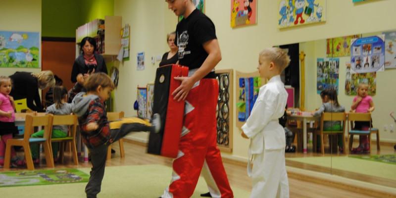 Pokaz karate sportowego w Raju Malucha