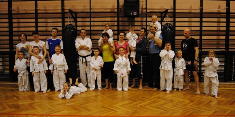 Drugi trening rodzinny karate sportowego